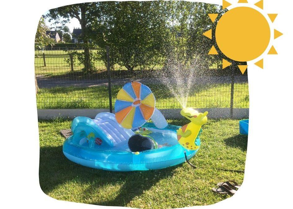 Une piscine avec l'aire de jeux Alligator